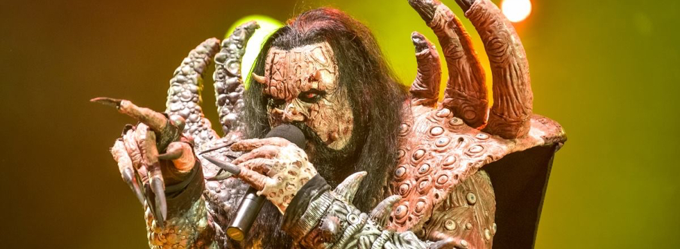 « Today, on this tour, we have a band, Silver Dust, opening up for us. […] Those guys have a lot of show, they have their own concept. »<br/><div class='slider-source'>Mr.Lordi – Music Pub TV, Dornbirn (AUT), October 2016</div>